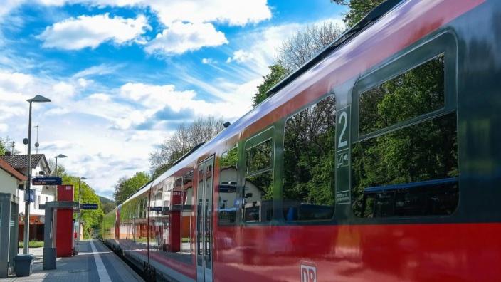 Nahverkehr der Linie S21